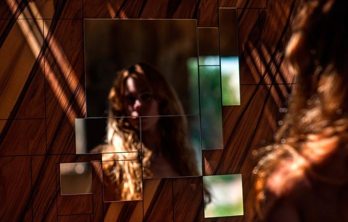 Alma mirror by Amarist details