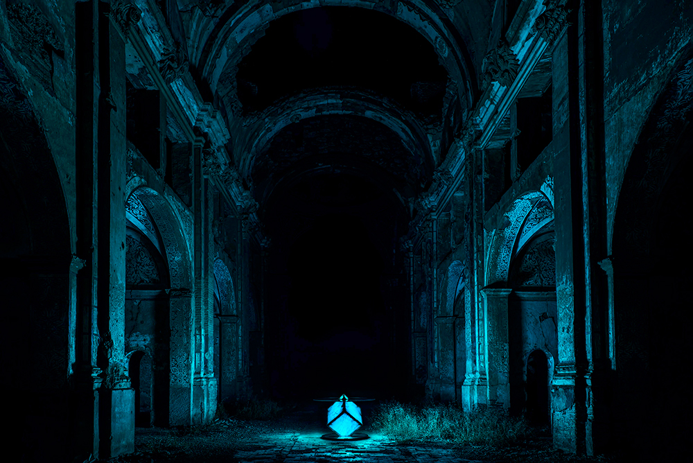 Foto-mesa-iluminando-la-iglesia-en-Azul