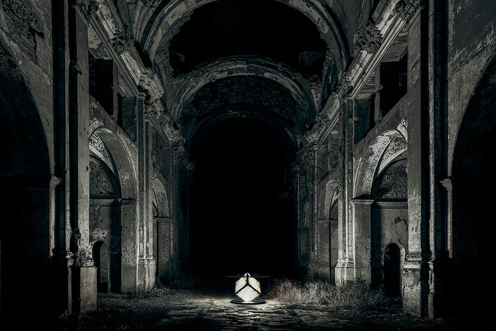 Foto-mesa-iluminando-la-iglesia-en-Blanco