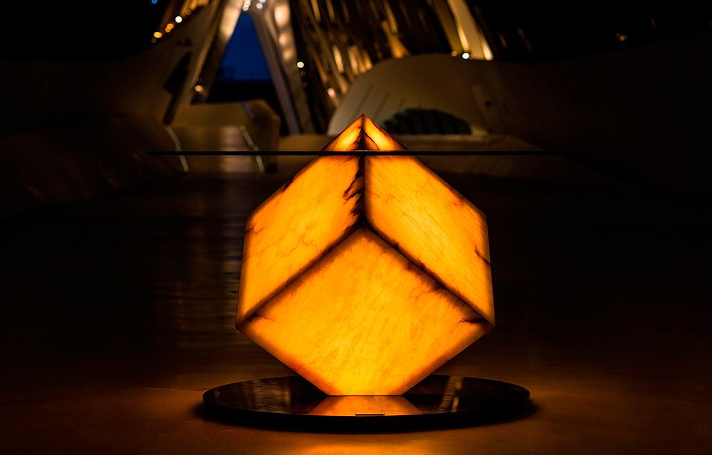 Mesa-iluminada-amarillo-pabellon-puente-Zaha-Hadid