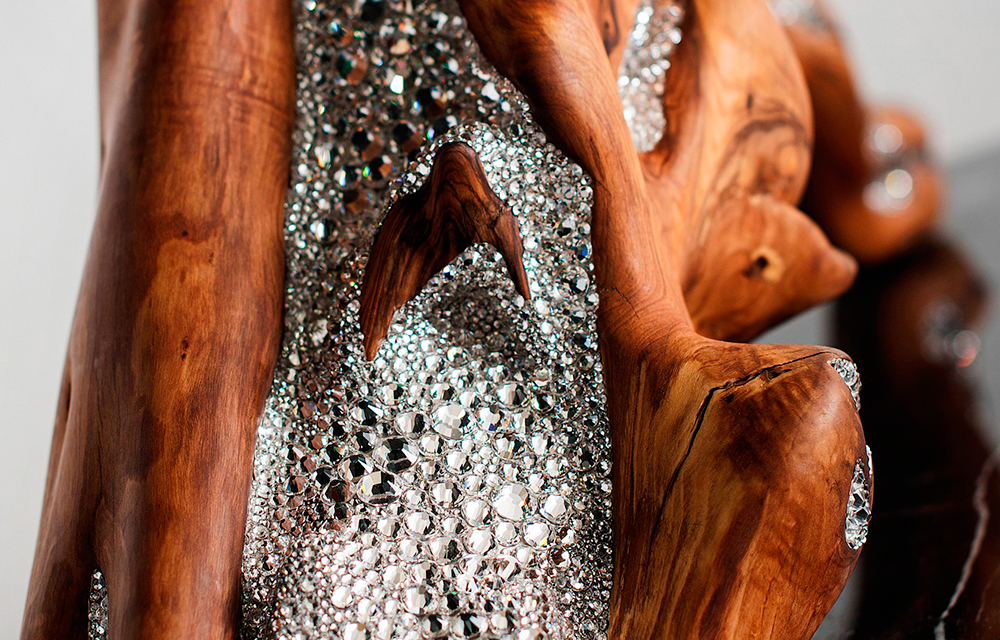 Table-with-Swarovski-by-Amarist.-Olive-wood-Swarovski-furniture-exclusive-furniture2
