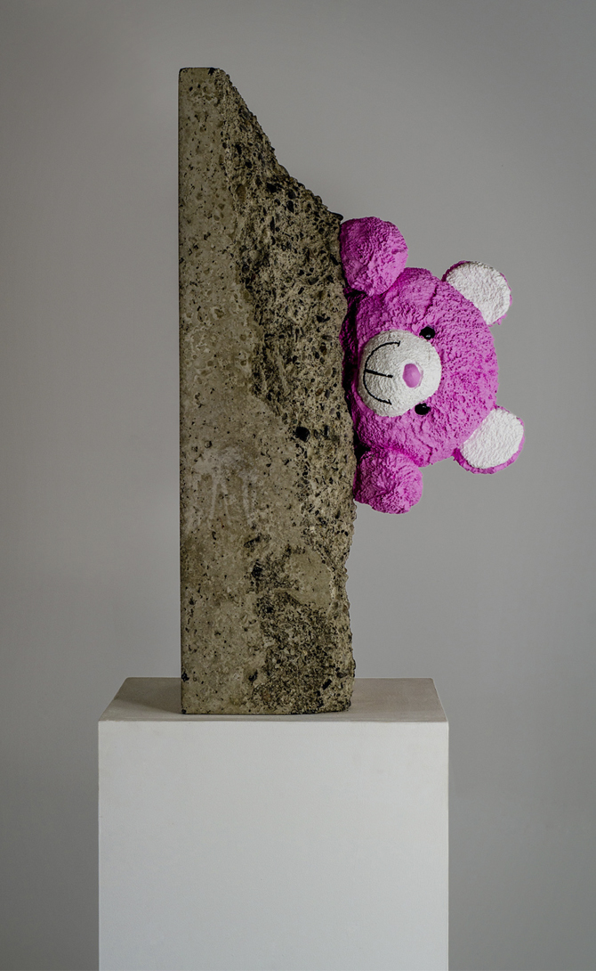 Teddy bear sculpture by Amarist studio