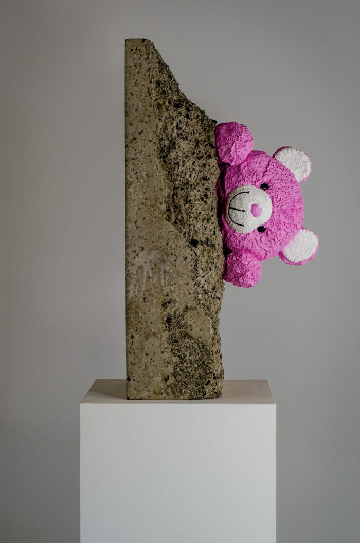 Teddy Bears pink sculpture by Amarist studio (5)