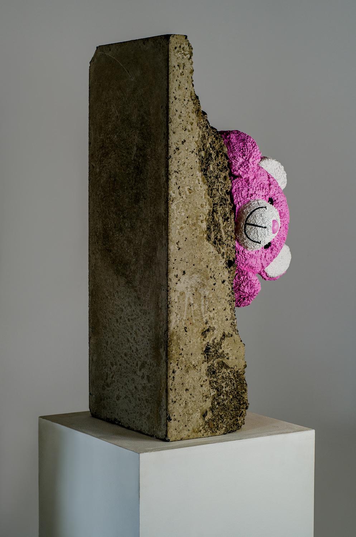 Teddy bear sculpture, concrete and resine by Amarist studio